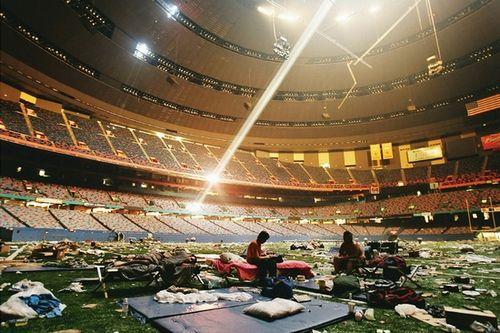 """被作为临时避难所的""""超级穹顶""""体育场"""