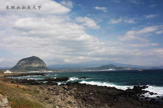 济州岛的黑礁石