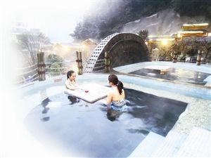 """游客可以随心所""""浴"""",感受不同温泉的特色滋养。"""