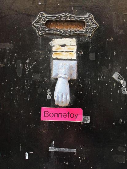 小巷中的有趣的门把手