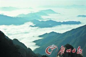 黄山冬季的云海比平时更加奇丽。