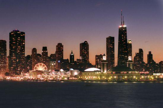 芝加哥密歇根湖海军码头夜景