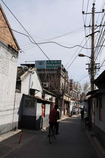 陕西巷狭窄的街道,前方小楼就是当年赛金花和小凤仙住过的地方