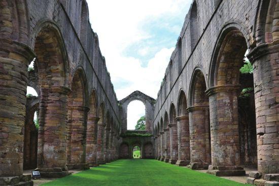 英国喷泉修道院:皇家花园中的遗址