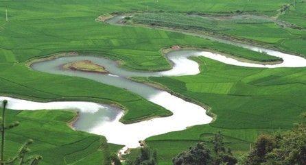 长寿之乡巴马的命河 图片来源:乐途旅行网