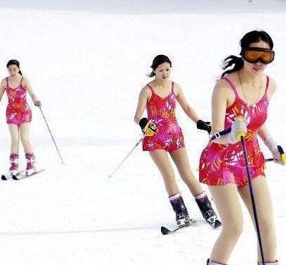 济南美女穿比基尼滑雪