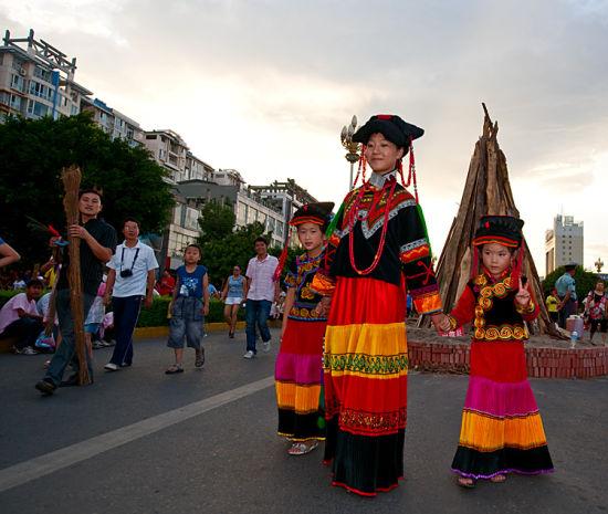 彝族妇女(图:POCO网山鸡摄)