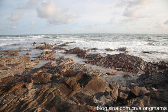 有规律排列的岩石 图片来源:阿龙妈妈 新浪博客