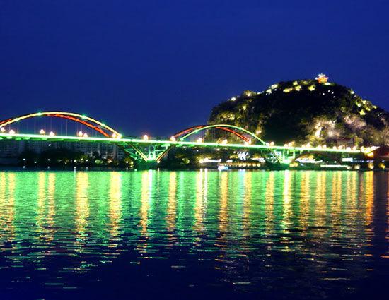 百里柳江画廊 柳州夜景 图片来源:田原 新浪博客