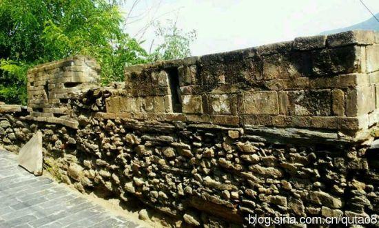 原生态的古建筑石墙