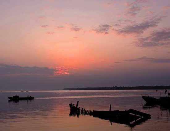 夕阳染红了海滩 图片来源:建钢摄影 新浪博客