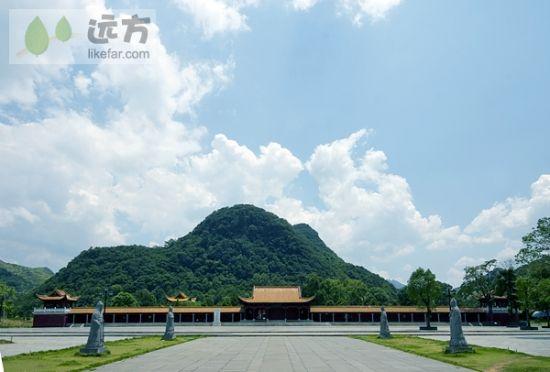 蓝天下的寺庙 图片来源:远方网