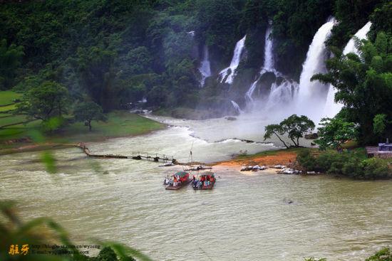 亚洲第一跨国瀑布 图/驻牙