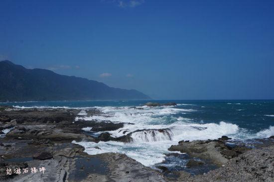 石梯坪/坐听波涛汹涌的海浪声