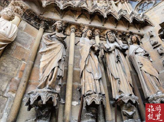 兰斯教堂内外的雕塑