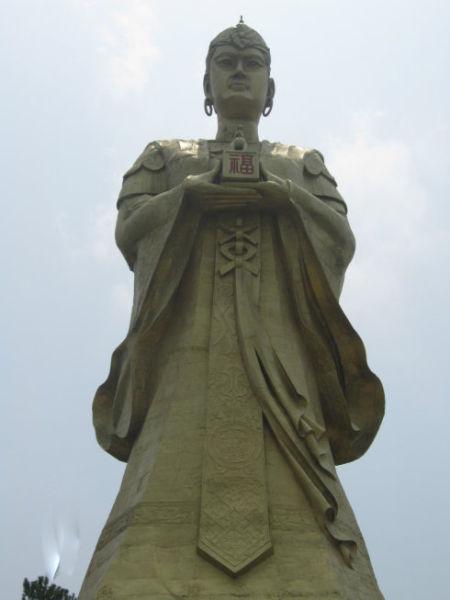 龙母雕像 图/维新里