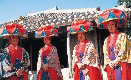 琉球村每天都会上演冲绳传统歌舞。