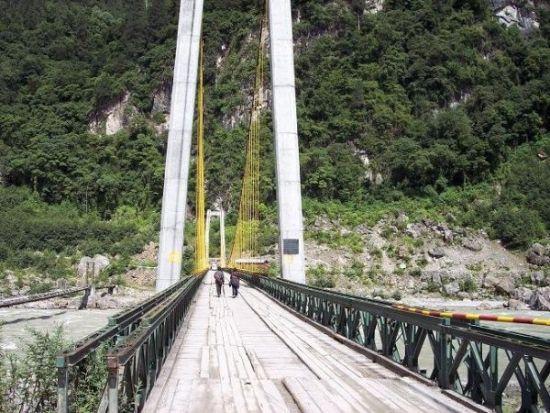 通麦大桥-自驾西藏林芝 开往通麦图片