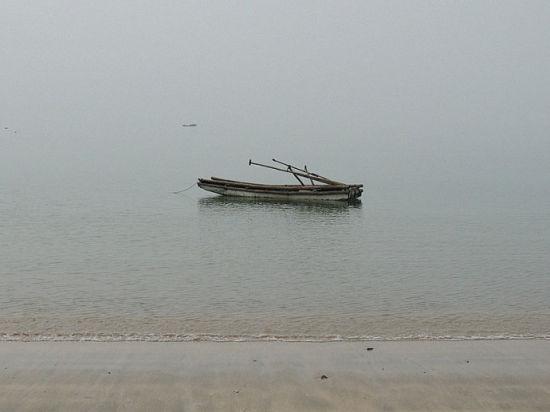 防城港海滩美丽而安静。(图文/ 石�� 新浪博客)