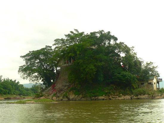 这就是浮山,岛即是庙,庙即是岛,本为一体