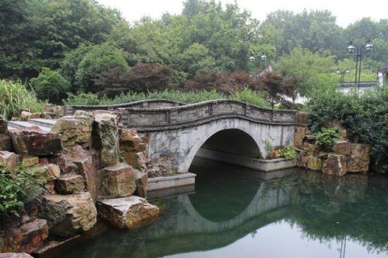 游宜兴龙背山森林公园; 小桥流水诗词壁纸_丽江小桥流水壁纸_桌面壁纸