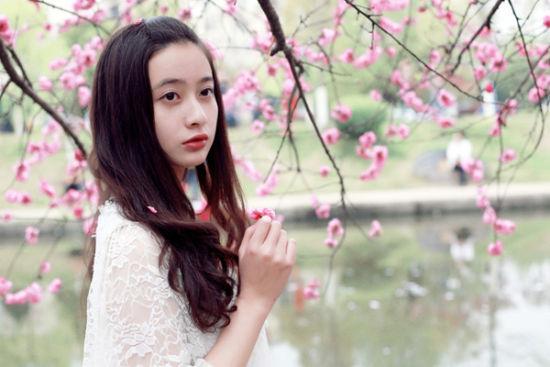"""三峡大学第三届桃花文化节中漂亮的""""桃花姑娘"""""""