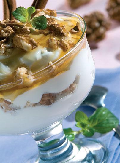 蜂蜜酸奶加坚果