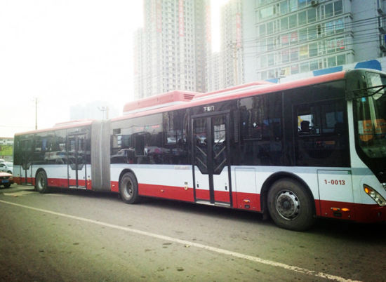 1路公交车换新装后