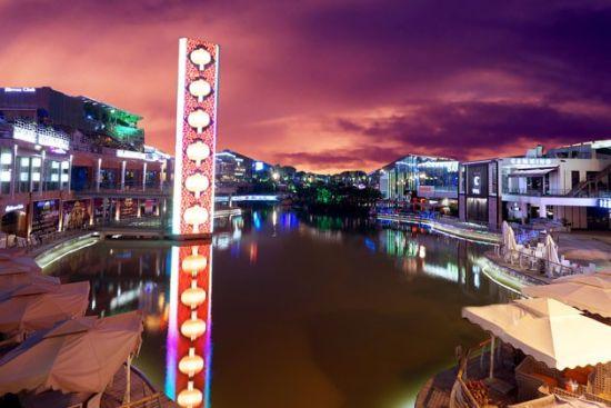 绚烂的民歌湖夜景 图片来源:浪迹八桂(新浪微博)