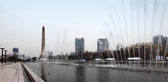 五,两江幸福广场   4300亩城市森林公园—山水栈桥,草坪林间,剧情
