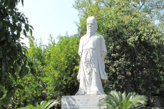 石钟山苏轼石像 (图片来源:)