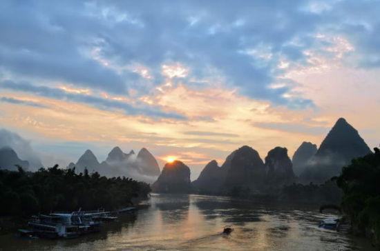 然而很少有人知道在漓江两岸孕育着最为净化的喀斯特地貌,桂林最为图片