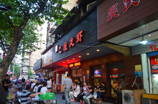 新浪旅游配图:雪松路美食街 图片来源:@娓娓语路