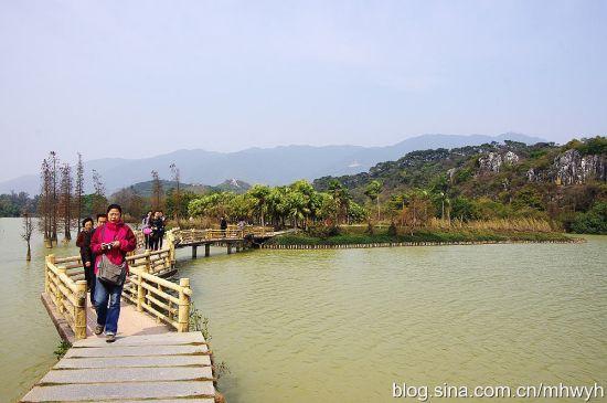 在湖面穿行 作者:缀青 图片来源:新浪博客