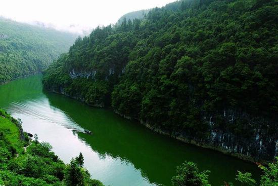 10    猛洞河风景区   猛洞河风景区是一个融山水,花木,虫鸟于一体的