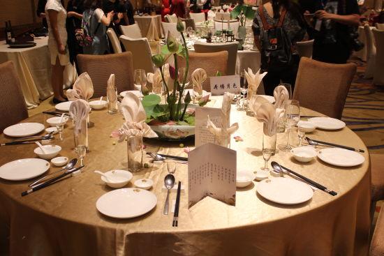 疑难问题处理,英语),餐厅服务(中餐宴会摆台),客房服务(中式铺床和夜图片
