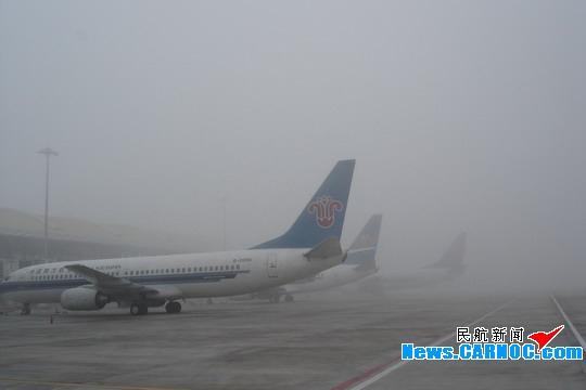 元霄节遭遇大雾 武汉天河机场38个航班延误