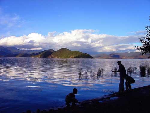 泸沽湖:七情六欲 带色彩的艳遇(图)