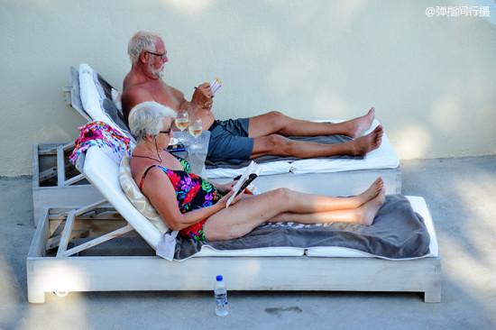 希腊圣托里尼最美的v风景风景 黑沙滩 美女 希腊再婚娶风景图片