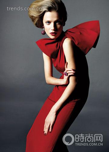 蝴蝶结红色礼服 Carolina Herrera
