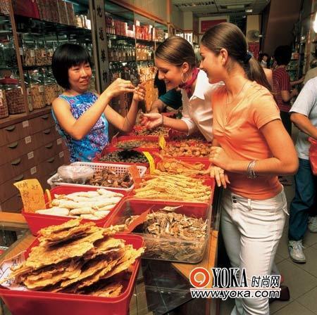 来新加坡的中国街,一定要去看一次中医