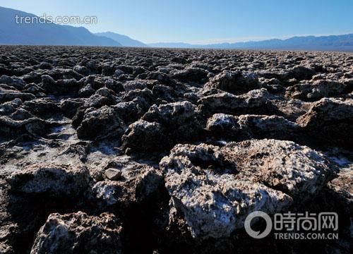 死谷谷底盐滩干裂,百年前西行的先驱曾从这片噩梦中穿过