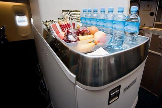 """新西兰航空波音777-200ER""""升级版""""太平洋豪华经济舱自助美食吧"""