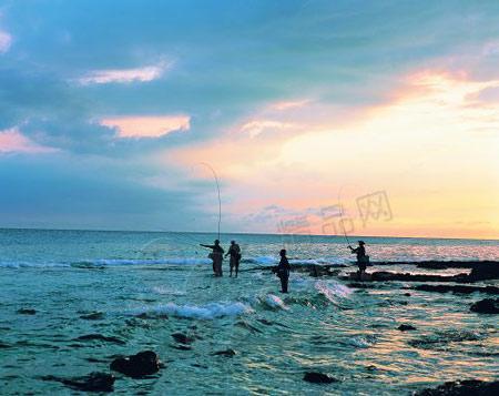 济州岛的碧海、黑岩、白浪、钓鱼人让每一处都如明信片一样美丽隽永