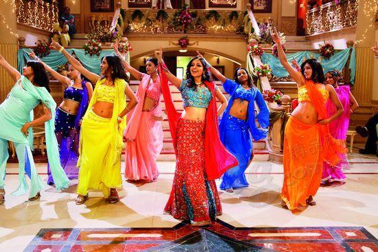 到了孟买别忘记去看一场色、香、味俱全的宝莱坞大片。