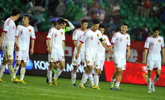 国足遭逆转1-2乌兹别克