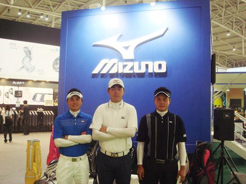 美津浓签约选手黄永欢、李超、尚磊(从左至右)身穿BIO GEAR现场助阵