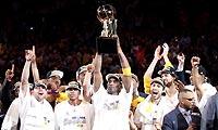 科比率湖人卫冕NBA总冠军