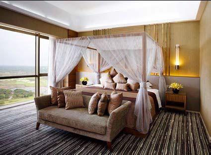 透过总统套二层卧室的落地长窗,轻松俯瞰整个度假村美景。