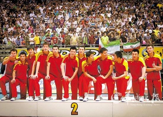 中国男排在亚锦赛登上领奖台